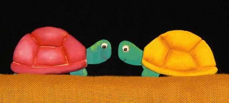 """LEs tortugues de """"El drac màgic"""". Titelles per a petita infància"""