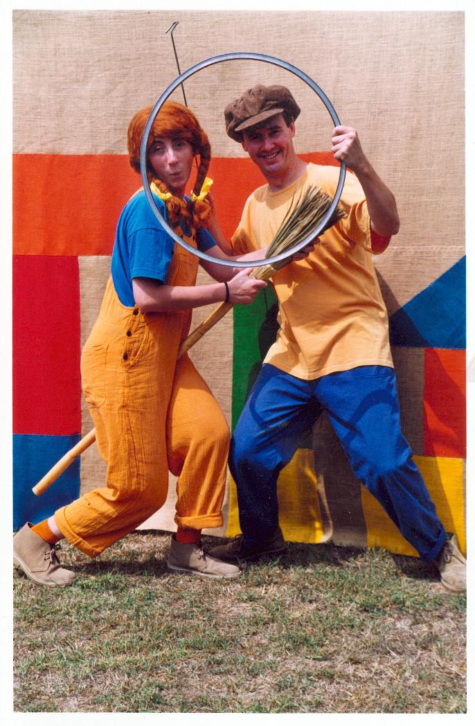 Bitjoc va ser el primer espectacle de Titelles Pamipipa (1999). Una agosarada proposta que combinava teatre i jocs tradicionals.