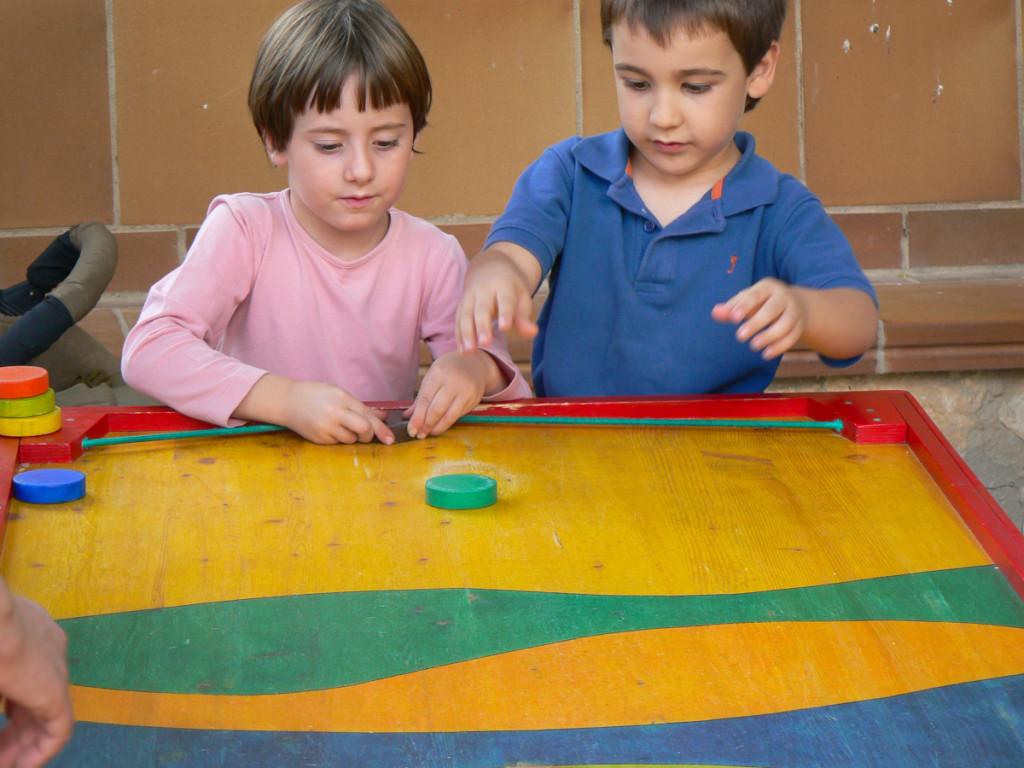 Joc tradicional de la teia. Jugant a Senan l'any 2006
