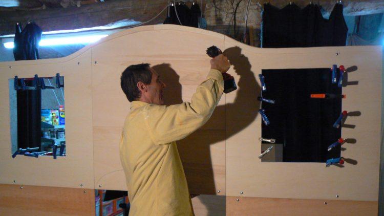 Construint escenografia El gegant del pi