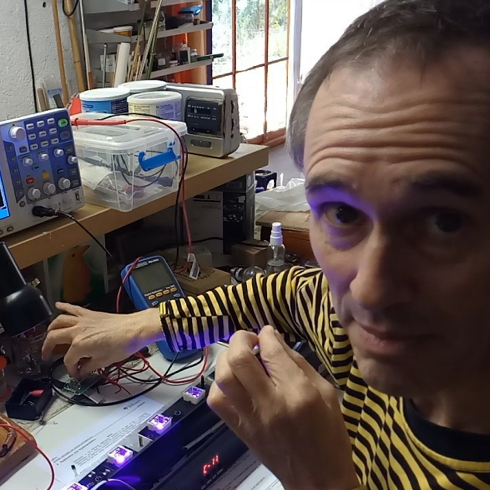 Pere-hackejant-leds-uv-Cameo